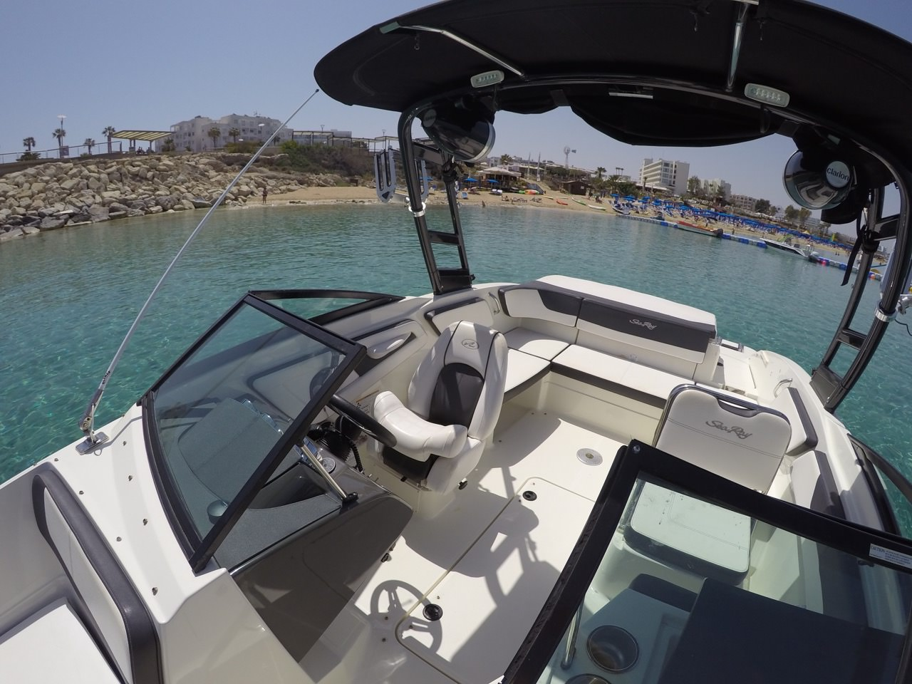 Picture of Sea Ray Luxury Boat